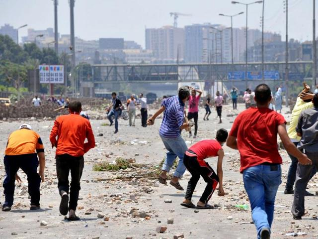 Supporters-of-the-Muslim-Brotherhood-and-Egypt-s-ousted-president-Mohamed-Morsi-foreground-clash-with-opponents-to-Morsi-background-in-Cairo-AFP-Photo