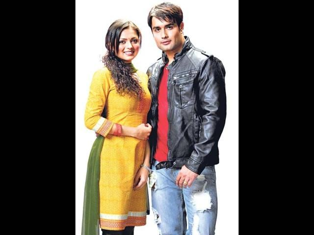Madhubala-Ek-Ishq-Ek-Junoon-is-the-story-of-love-between-two-socially-and-financially-different-people-The-milleu-of-the-story-swiftly-allows-for-some-exotic-scenes-to-be-shot-as-the-male-protagonist-Rishabh-Kundra-Vivian-Dsena-is-a-film-actor-The-recent-turns-of-events-in-the-serial-have-shown-some-extremely-romantic-scenes-on-the-soap