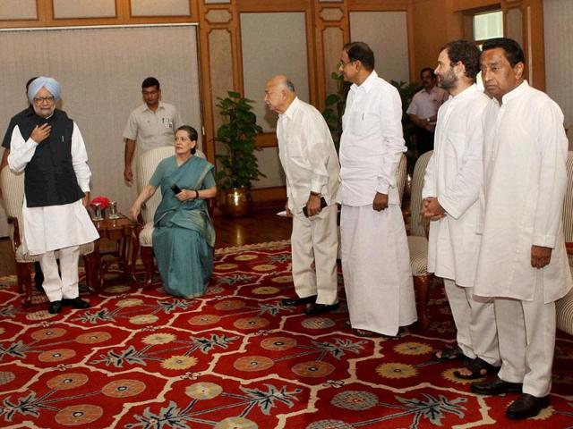 PM Manmohan Singh, UPA chief Sonia Gandhi and other leaders during the UPA meeting on Telangana at PM
