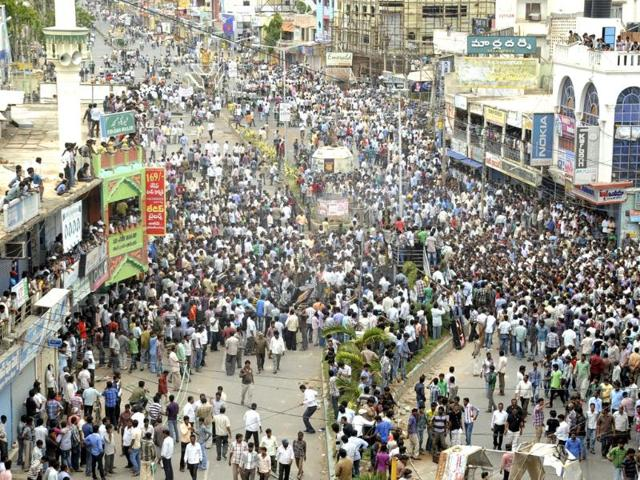 Anti-Telanga-protestors-gather-for-a-protest-after-UPA-endorsed-the-creation-of-Telangana-in-Ananthapur-Andhra-Pradesh-AP-photo