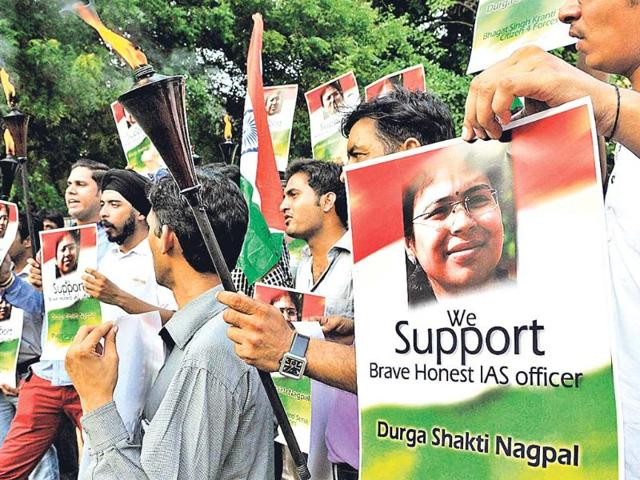 Country stands up for IAS Durga, support flows in from Facebook, Twitter