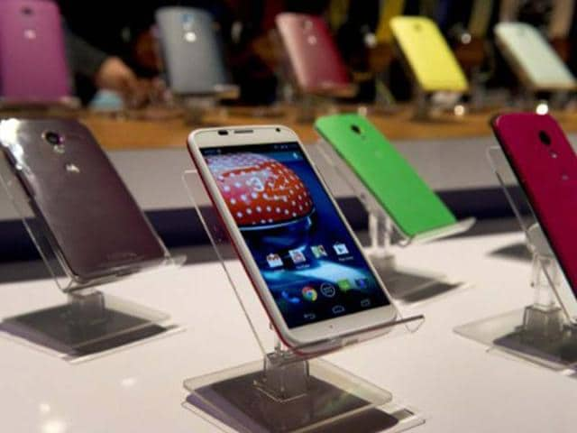 Motorola-s-Moto-X-is-displayed-in-many-different-colors-as-the-American-manufactured-smartphone-is-unveiled-in-New-York-Photo-AFP-Don-Emmert