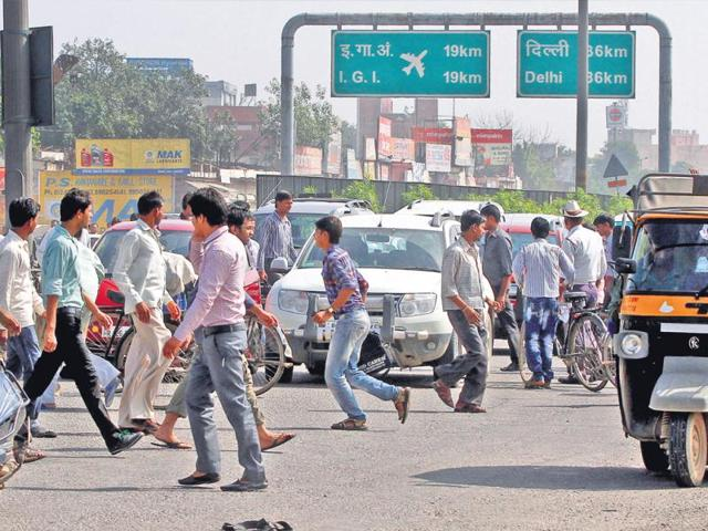 Traffic-jam-near-Signature-tower-in-Gurgaon-during-road-safety-week-HT-Photo-Manoj-Kumar