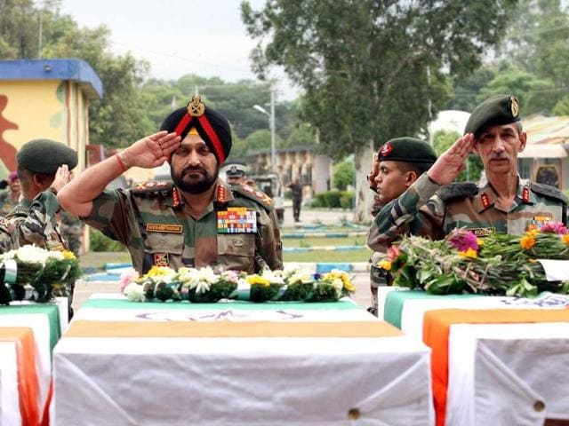Army-Chief-General-Bikram-Singh-in-Jammu-laid-wreaths-at-the-bodies-of-the-five-jawans-killed-in-an-ambush-by-Pakistan-soldiers-in-Poonch-HT-Photo