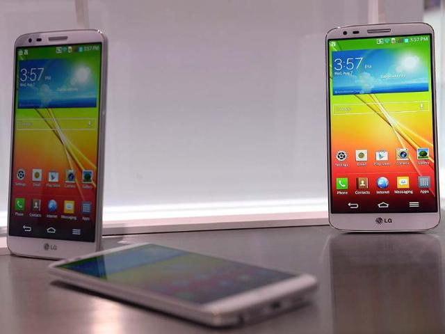 LG-G2-is-on-display-during-a-global-launch-event-in-New-York-Photo-AFP-Emmanuel-Dunand