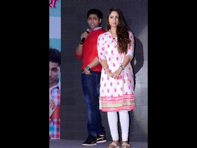 Sangeeta-Ghosh-along-with-Ruslaan-Mumtaz-at-the-launch-of-Kehta-Hai-Dil-Jee-Le-Zara