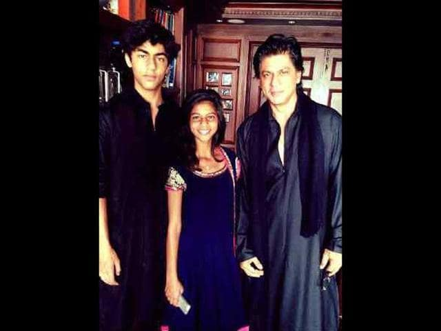 Shah-Rukh-Khan-with-son-Aryan-and-daughter-Suhana-on-the-day-of-Eid-The-actor-posted-this-picture-on-his-Facebook-page-saying-Namaaz-time-The-Pathandaan