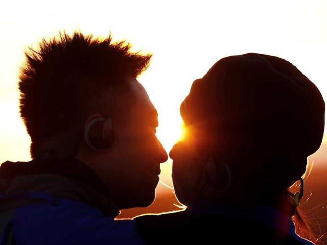 kiss day,kerala kiss day,kerala kiss protest