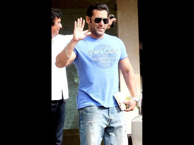 Salman Khan gets Urdu coach for Jacqueline Fernandes