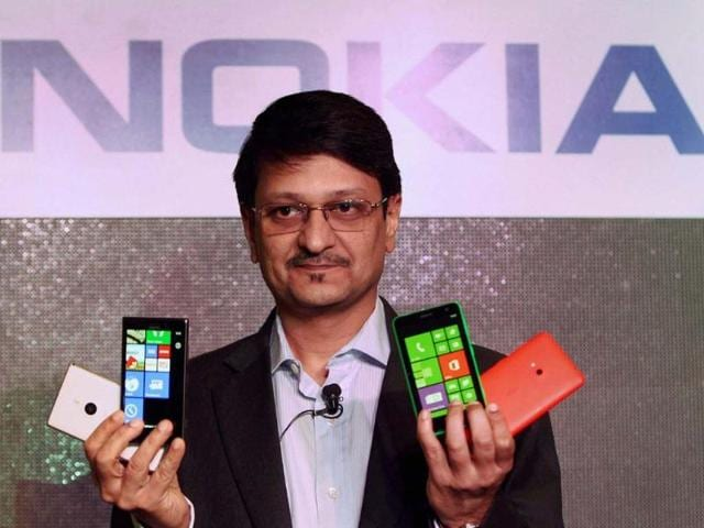 Viral-Oza-Director-Marketing-Nokia-India-displaying-newly-launched-Nokia-Lumia-925-phones-at-a-press-conference-in-New-Delhi-Photo-PTI-Shahbaz-Khan