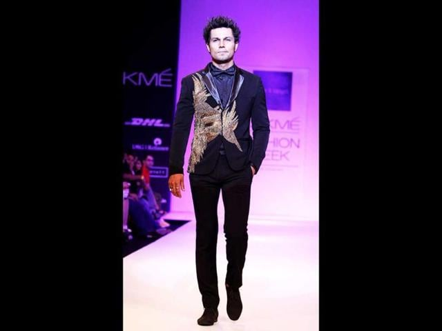Randeep-Hooda-showcases-a-creation-by-designer--Rajat-K-Tangri-during-the-second-day-of-the-Lakme-Fashion-Week-LFW-Winter-Festival-2013-in-Mumbai-on-August-23-2013--AFP-Photo