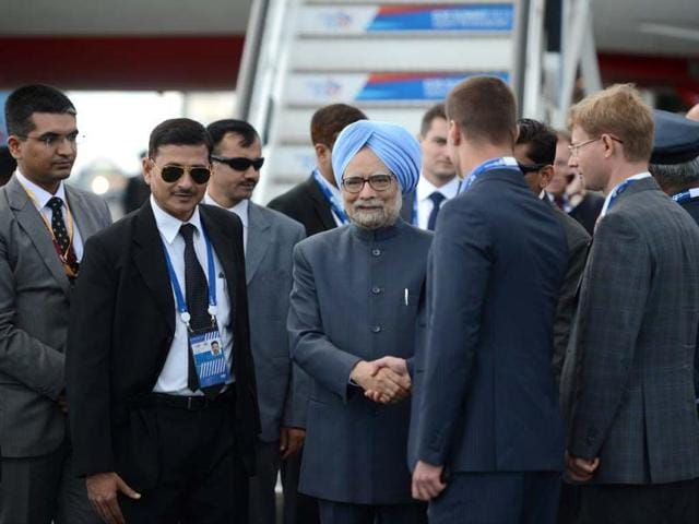 India-s-Prime-Minister-Manmohan-Singh-arrives-at-Saint-Petersburg-s-airport-ahead-of-the-G20-Summit-AFP-Photo