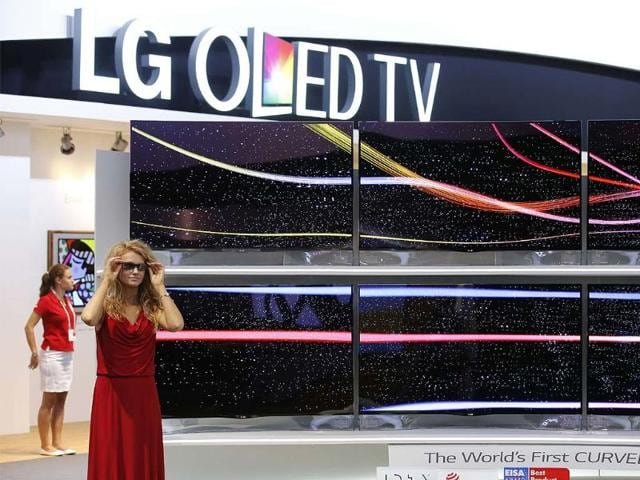 A-model-poses-next-to-the-world-s-first-curved-3D-OLED-TV-at-the-booth-of-LG-at-the-IFA-consumer-electronics-fair-in-Berlin-Photo-Reuters-Fabrizio-Bensch
