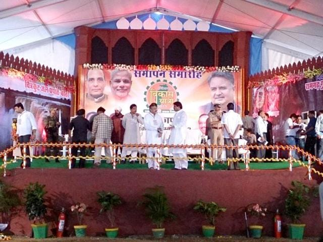 A-Red-Fort-replica-constructed-by-Raman-Singh-government-at-Ambikapur-in-north-Chhattisgarh-where-the-BJP-election-campaign-president-Narendra-Modi-will-address-a-public-rally-HT-photo