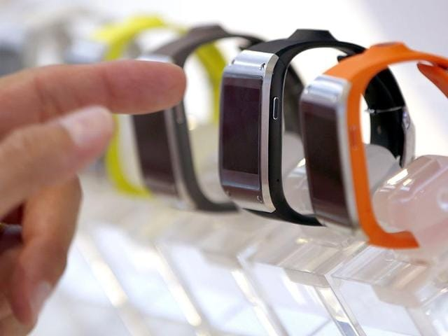 Samsung-Galaxy-Gear-in-different-colors-are-on-display-after-a-presentation-in-Berlin-Germany-AP-Photo