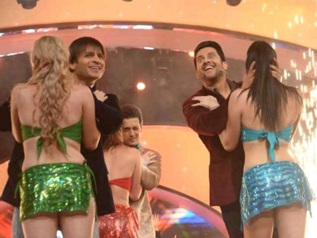 Vivek Oberoi and Aftab Shivdasani in a still from the film Grand Masti.