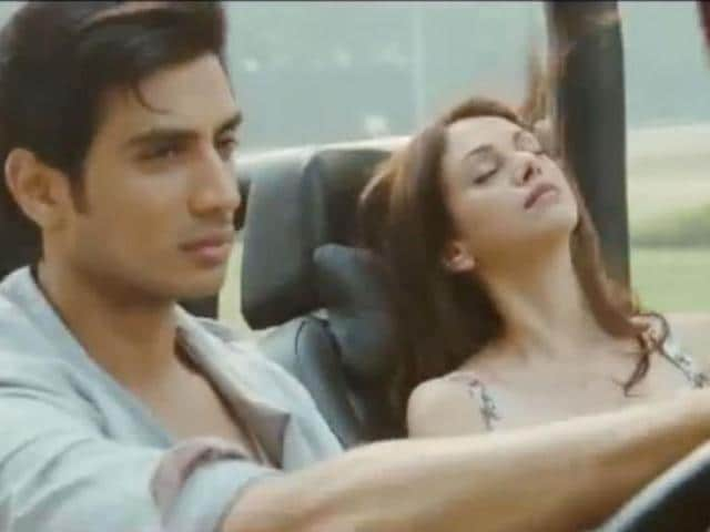 Har-Kisi-Ko-Nahi-Milta--a-famous-song-that-was-picturised-on-Sridevi-in-Jaanbaaz-has-been-recreated-in-Akshay-Kumar-s-upcoming-action-drama-Boss-Aditi-Rao-Hydari--and-Shiv-Pandit-feature-in-the-new-version-of-the-song-Take-a-look