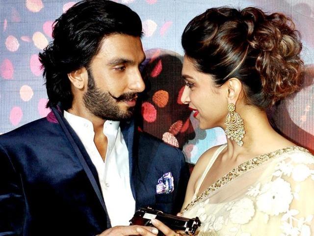 Deepika-Padukone-reportedly-broke-down-on-the-last-day-of-Ram-Leela-when-Sanjay-Leela-Bhansali-praised-the-actress