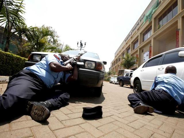 Police take cover outside Westgate shopping centre where gunmen went on a shooting spree in Nairobi, Kenya. (Reuters Photo)