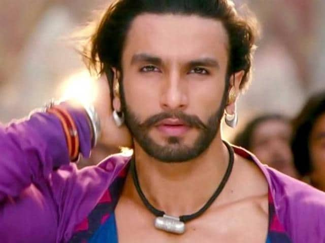 Ranveer-Singh-shows-his-naughty-side-in-this-still-from-Ram-Leela
