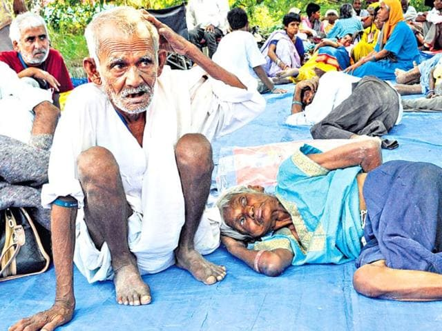 The-destitute-people-including-many-senior-citizens-now-only-have-a-plastic-sheet-for-a-bed-Sunil-Saxena-HT-Photo