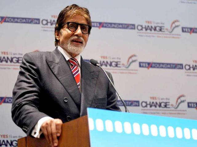 Amitabh-Bachchan-addresses-the-audience-during-the-inauguration-of-Yes-I-am-the-Change-film-festival-in-Mumbai-on-October-1-2013-AFP-Photo