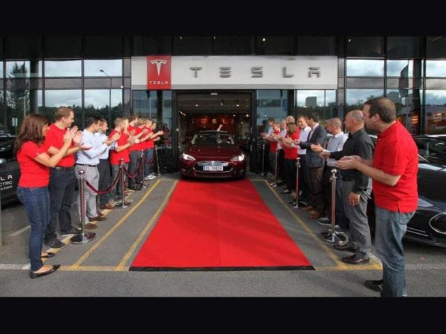 The-first-Tesla-Model-S-arriving-in-Norway-Photo-AFP