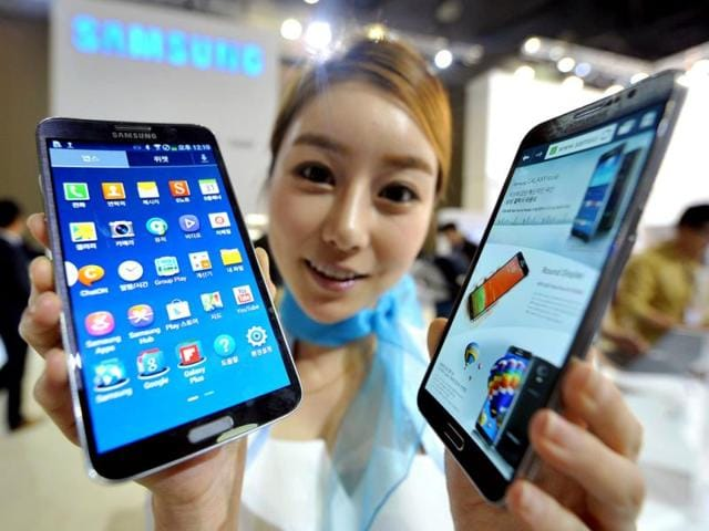 A-model-holds-Samsung-s-first-curved-smartphone-Galaxy-Round-a-5-7-inch-handset-with-a-display-that-is-slightly-rounded-on-both-sides-at-the-Electronics-and-IT-Industry-Fair-in-Goyang-north-of-Seoul-Photo-AFP-Jung-Yeon-Je