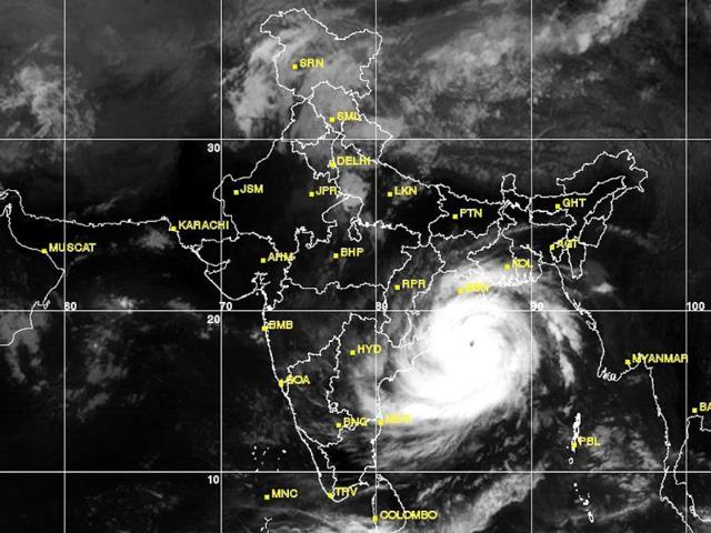 Satellite-image-of-Cyclone-Phailin-approaching-Odisha-Courtesy-Indian-Met-Dept
