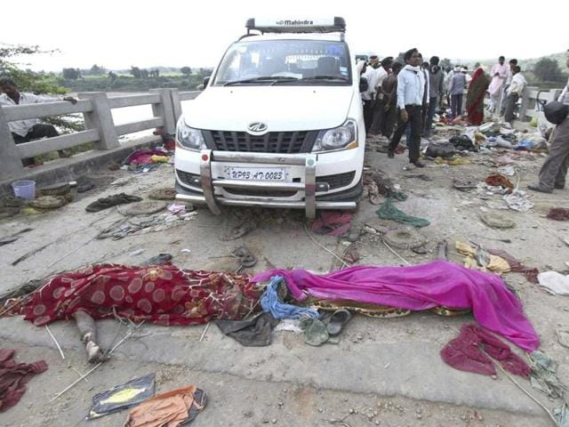 The bodies of victims of a stampede lie on a bridge across the Sindh River in Datia district in Madhya Pradesh. (AP Photo)