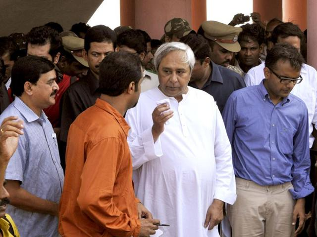 Odisha-chief-minister-Naveen-Patnaik-talking-with-the-villagers-at-a-Multipurpose-Cyclone-shelter-at-Binchanapalli-of-Ganjam-District-of-Chattrapur-Odisha-Subhendu-Ghosh-HT