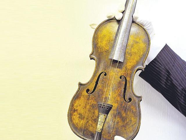titanic violin,Wallace Hartley,titanic