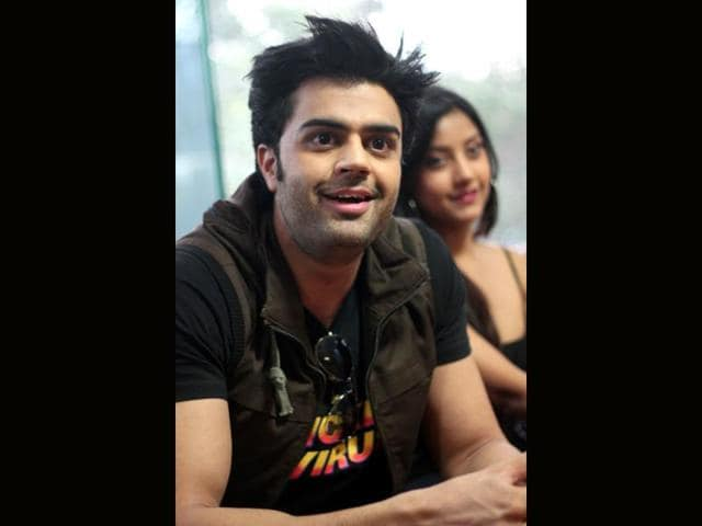 Manish Paul is all smiles as he promotes Mickey Virus. (HT photo/Waseem Gashroo)