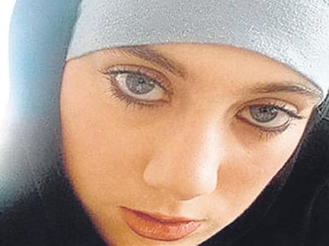 32-year-old-Samantha-Lewthwaite-a-graduate-of-London-University-and-mother-of-four-is-the-widow-of-one-of-the-London-7-7-suicide-bombers-Germaine-Lindsay
