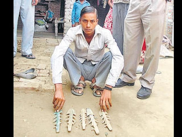 The-Bajpur-farmer-shows-the-ancient-arrows-and-hunting-tools-that-were-unearthed-from-his-field-while-ploughing-HT-photo