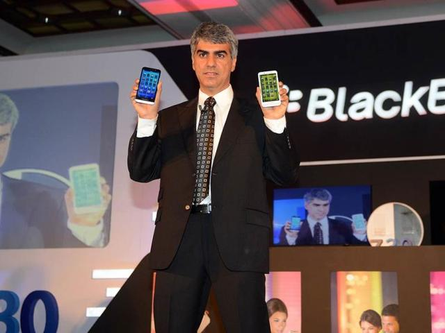 Sunil-Lalvani-BlackBerry-Managing-Director-for-India-displays-the-BlackBerry-Z30-smartphone-during-a-product-launch-in-New-Delhi-Photo-AFP-Raveendran