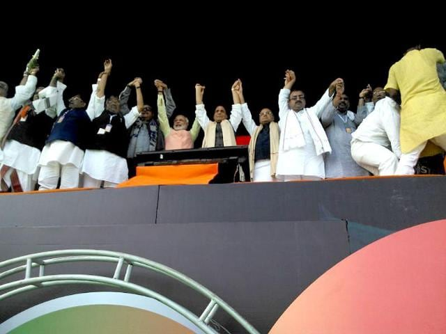 Gujarat-chief-minister-and-BJP-s-PM-candidate-Narendra-Modi-party-president-Rajnath-Singh-senior-leader-Arun-Jaitley-along-with-other-state-party-leaders-at-the-Hunkar-rally-in-Patna-PTI-Photo