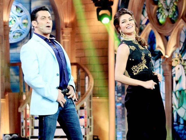Salman Khan and Priyanka Chopra dance to the tunes of Dabangg.
