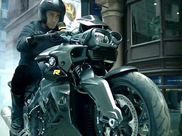 Aamir Khan plays villain for the first time in Dhoom:3.