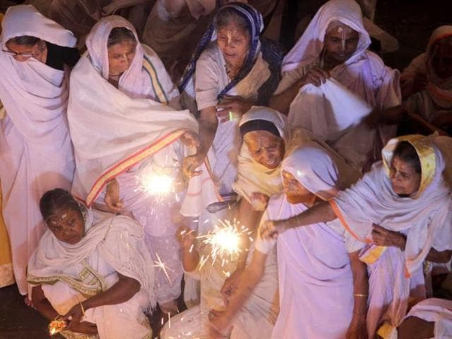 After-decades-of-darkness-widows-most-of-them-in-their-seventies-celebrate-Diwali-for-the-first-time-in-Vrindavan-HT-Photo