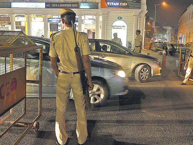 A-policeman-stands-guard-at-Connaught-Place-Virendra-Singh-Gosain-HT-Photo