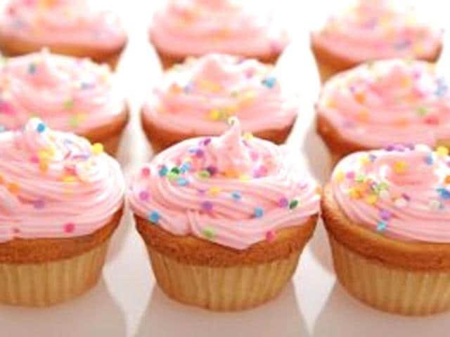 Baking-cupcakes-Photo-Shutterstock-com
