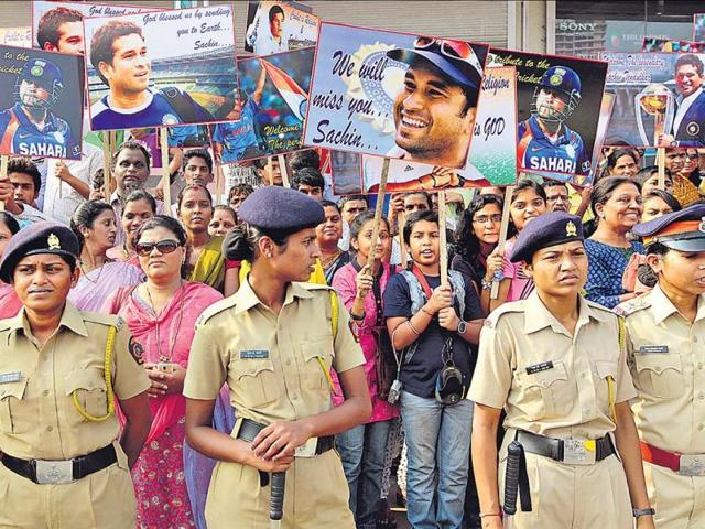 With-fans-already-finding-it-difficult-to-accept-Sachin-Tendulkar-s-retirement-the-failure-of-the-website-selling-tickets-of-his-last-Test-added-to-their-agony-Vijayanand-Gupta-HT