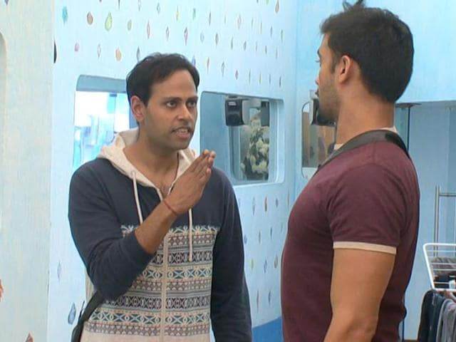 Andy-and-Sangram-Singh-have-a-verbal-dual-inside-Bigg-Boss-7-house