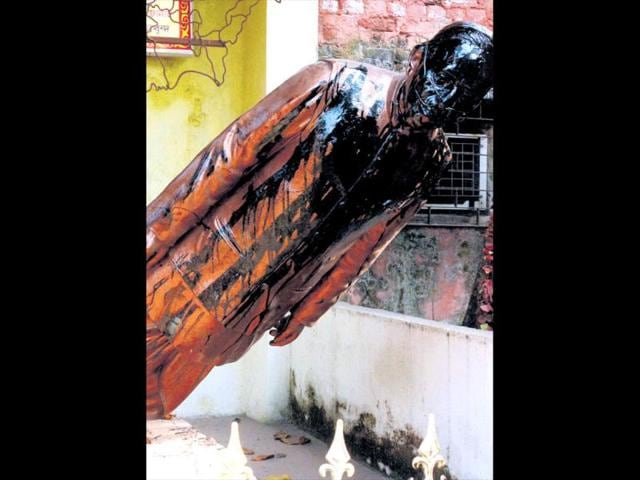 Jyoti-Basu-s-statue-in-Howrah-which-vandals-desecrated-with-tar-on-Wednesday-HT-Photo