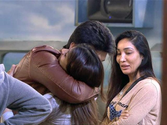 Interestingly, Kushal even hugs Tanisha after as he enters the Bigg Boss house once again.