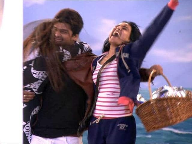Kushal made re-entry in Bigg Boss in complete Bollywood style. He entered the house as