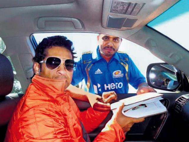 On-a-chilly-Friday-morning-Sachin-Tendulkar-spent-time-with-fans-sharing-breakfast-and-signing-autographs-PTI-photos