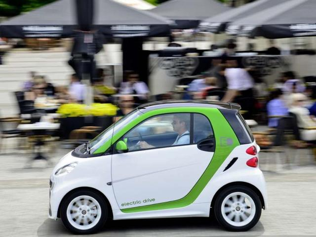 Smart-electric-drive-arrives-on-the-streets-of-China-Photo-AFP