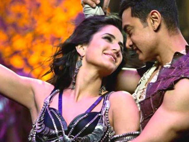 Aamir-Khan-and-Katrina-Kaif-in-a-still-from-Dhoom-3-song-Malang